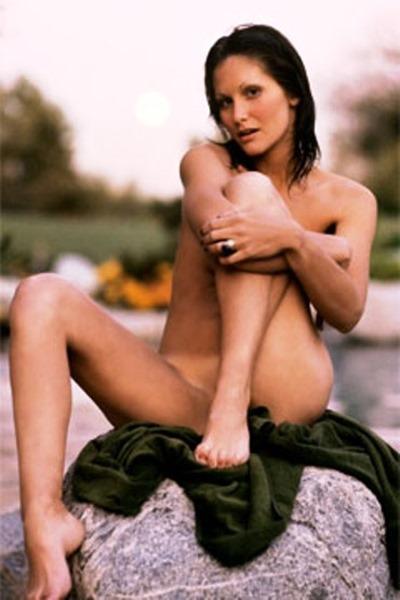 linda-naked-outdoors
